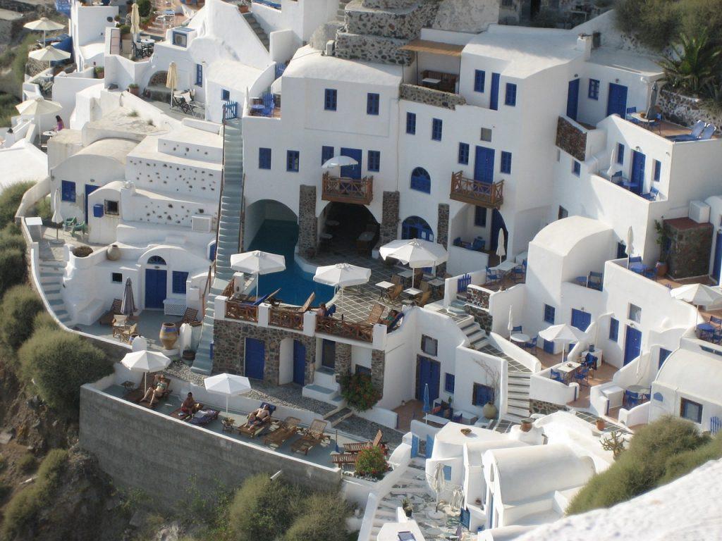 Miért fehérek a házak Santorinin?