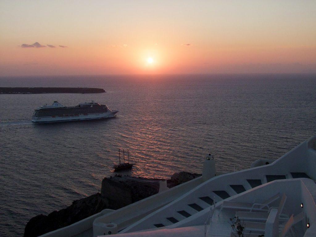 Hogyan lehet eljutni Santorinire? Például hajóval :)