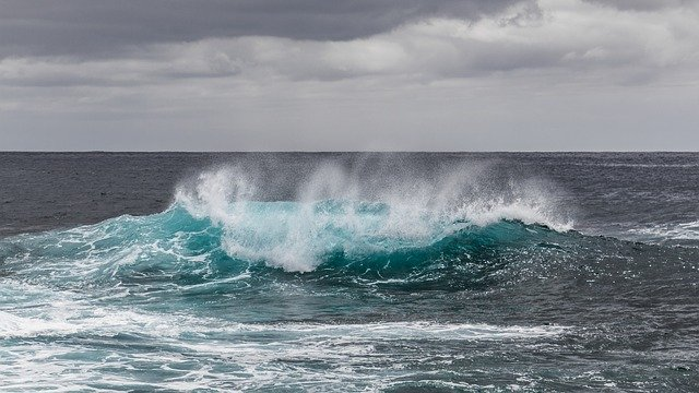 Santorini hullámok