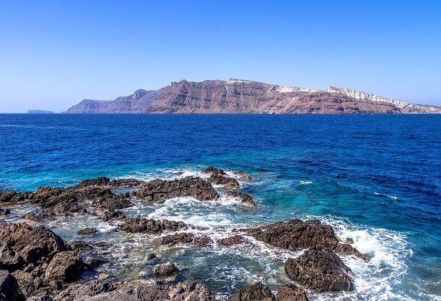 Nyitnak a strandok Santorini
