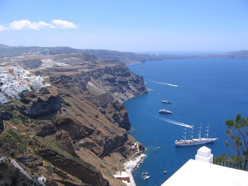 Az óceánjáró hajók nem Athinios kikötőben kötnek ki